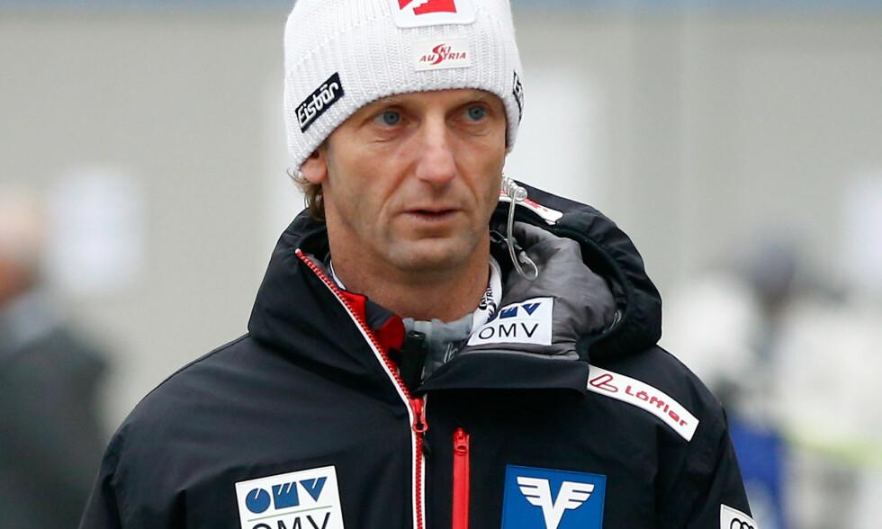 SLITER: Trener Heinz Kuttin har ikke fått dreis på de østerrikske hopperne denne sesongen. Foto: NTB scanpix