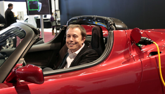 ELBIL I ROMMET: før jul twitret Tesla-grunder Elon Musk at han ville sende sin gamle kirsebærrøde Tesla Roadster i bane rundt jorda med hjelp av sin megastore romrakett. Foto: NTB Scanpix