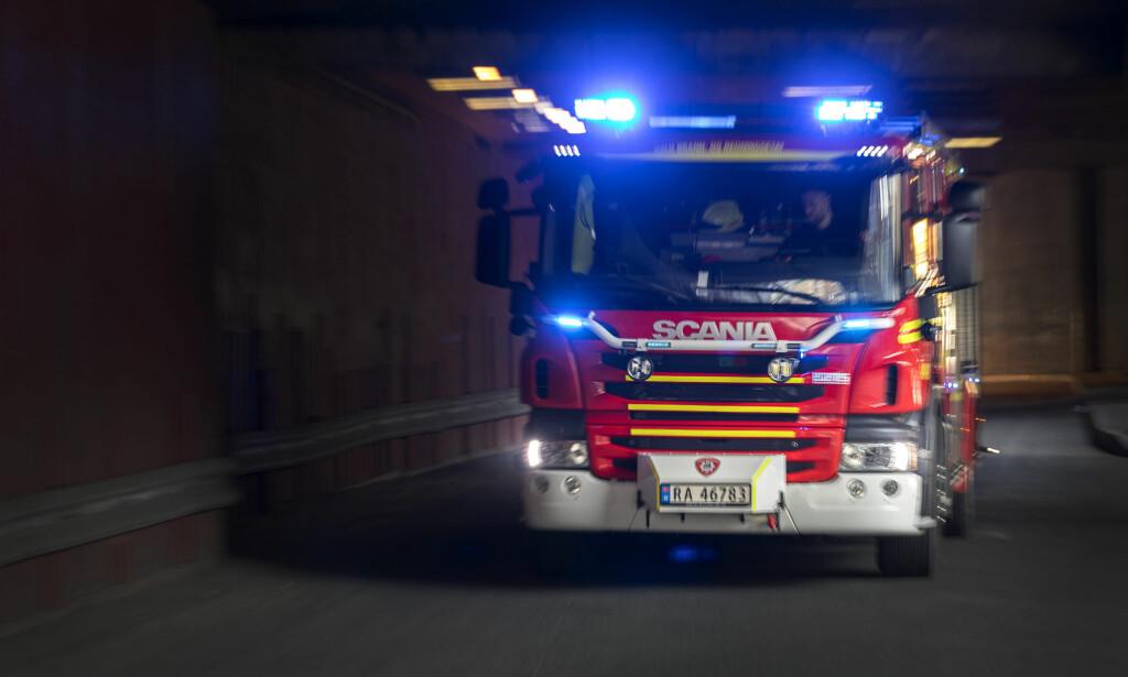 - BRENNER GODT: Oslopolitiet sier til NTB at boligbrannen på Årvoll er sterk. Slokningsarbeid pågår. Foto: Gorm Kallestad / NTB scanpix