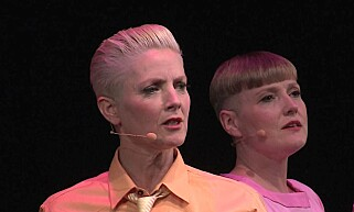 SENSURERT: Tonje Gjevjon (til v.) og Edith Roth Gjevjon i performancegruppa Hungry Hearts. Foto: Privat