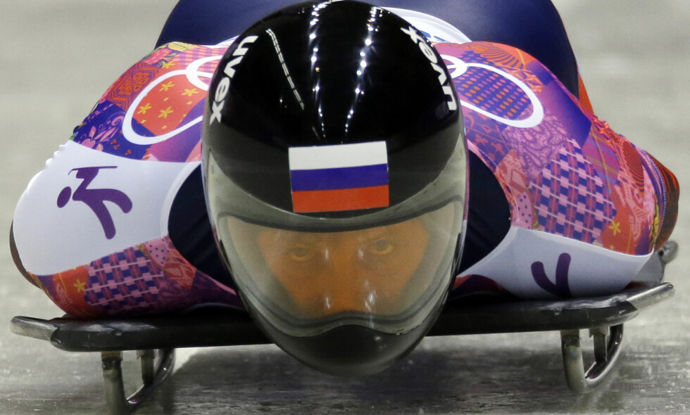 UTESTENGT: Sergej Tsjudinov er utestengt fra alle framtidige OL. Likevel får han dra til Pyeongchang. Her i Sotsji som utøver. Foto: Dita Alangkara / AP Photo / NTB Scanpix