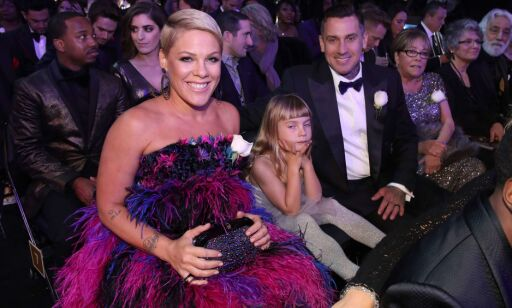 NEW YORK, NY - JANUARY 28: (L-R) Recording artist Pink, Willow Sage Hart, Carey Hart and Judith Moore attend the 60th Annual GRAMMY Awards at Madison Square Garden on January 28, 2018 in New York City.   Christopher Polk/Getty Images for NARAS/AFP == FOR NEWSPAPERS, INTERNET, TELCOS & TELEVISION USE ONLY ==