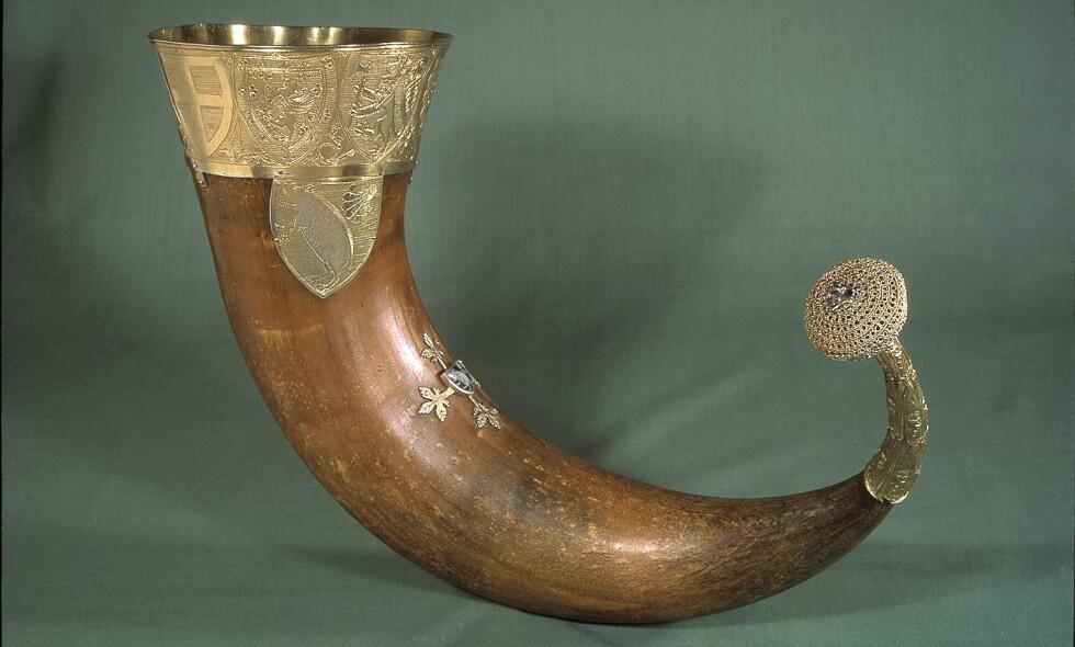 DRIKKEHORN: Kongshornet er laget i Norge på starten av 1300-tallet, men er en del av samlingen til Nationalmuseet i Danmark. Asle Toje, forskningsdirektør ved Nobelinstituttet, tar nå til orde for å få hornet utlevert fra danskene. Foto: Nationalmuseet