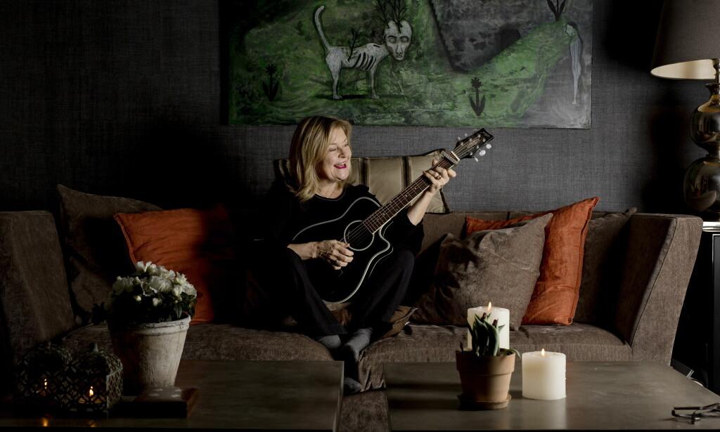 MER JAZZ: Elisabeth Andreassen er på vei ut på turne igjen, denne gangen med nye musikere, og hun spiller selv mer, både gitar og kontrabass. <br>Foto: Anita Arntzen