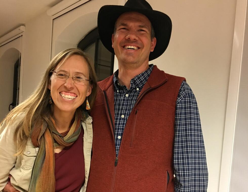 NYBROTTSARBEID: Paul og Elizabeth Keiser driver Singing Frogs Farm med banebrytende metoder. Plogen har de solgt. Foto: Øivind Lie