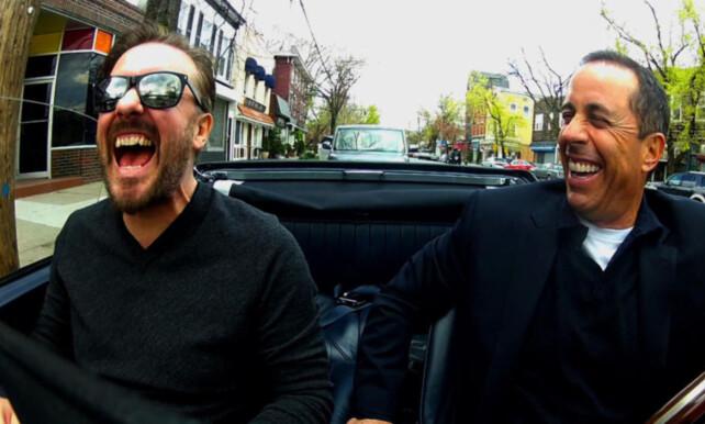 KOFFEINKICK: Jerry Seinfeld, en bil, og en komiker (Ricky Gervais). Ikke avbildet: Kaffe. Foto: Netflix