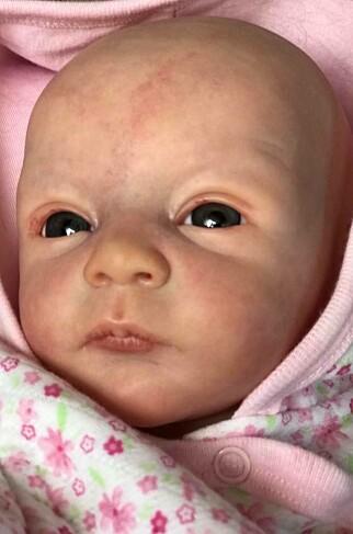 IKKE TERAPIDUKKE: Ifølge Wenche, er det ingen som tror at Reborn er ekte babyer. Sorgeksperten mener likevel at man ikke skal blande dokken inn i sorgterapi. Foto: Rita Fauske-Kildahl