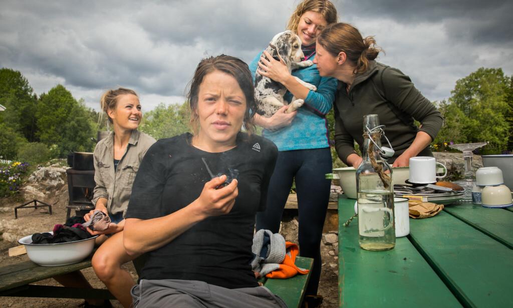 REALITYGJENG: Inga Berit Lein (til høyre) er fortsatt blant de gjenværende deltakerne i «Farmen kjendis». Her sammen med Martine Ek Hagen, Kristine Thybo Hansen og Maiken Wahlstrøm Nilssen. Foto: Alex Iversen / TV 2