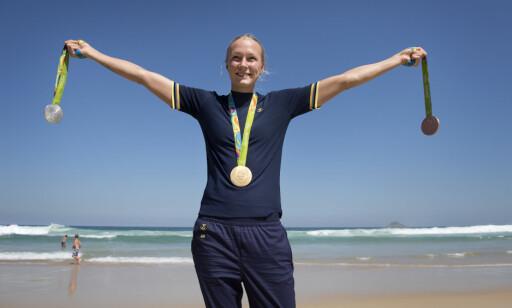 SVØMMEHELT: Sarah Sjöström poserer med sine medaljer fra OL i Rio de Janeiro i 2016. Foto: NTB scanpix