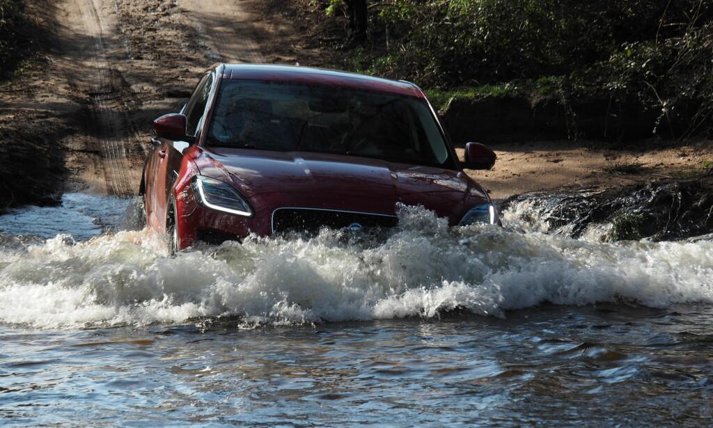 VADER: Det er få som går så langt som Jaguar Land Rover når de skal bygge SUV. Denne tåler faktisk litt røff kjøring. Rune M. Nesheim,