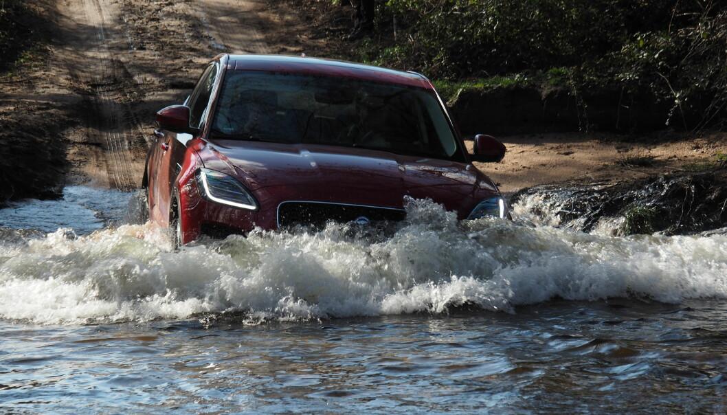<strong>VADER:</strong> Det er få som går så langt som Jaguar Land Rover når de skal bygge SUV. Denne tåler faktisk litt røff kjøring. Rune M. Nesheim,