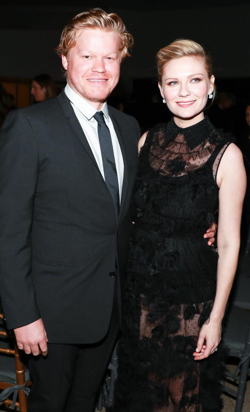STRÅLER SAMMEN: Kirsten Dunst og Jesse Plemons blir snart en familie på tre. Foto: NTB Scanpix