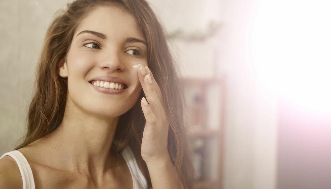 HUDPLEIE: Merker du også forskjell på huden din fra årstid til årstid? Det kan du gjøre noe med! FOTO: NTB Scanpix