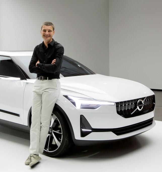 SIN EGEN STIL: Volvos sjefsdesigner, Thomas Ingenlath, har virkelig satt sitt preg på den nyeste generasjon Volvo-modeller. Det vil også gjelde den kommende elbilen, basert på Concept 40.2. Foto: Volvo Cars