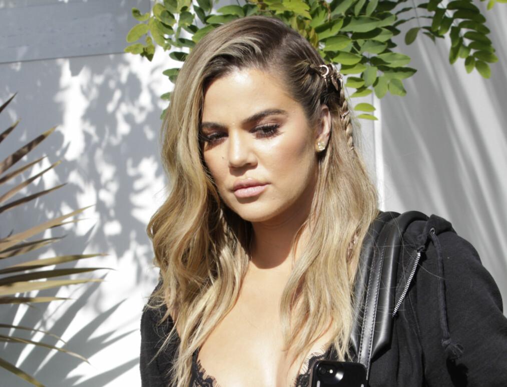 SØRGER: Khloé Kardashian delte en rørende hilsen på Instagram etter at familiehunden Gabbana gikk bort i går. Foto: Jaxson / Splash News