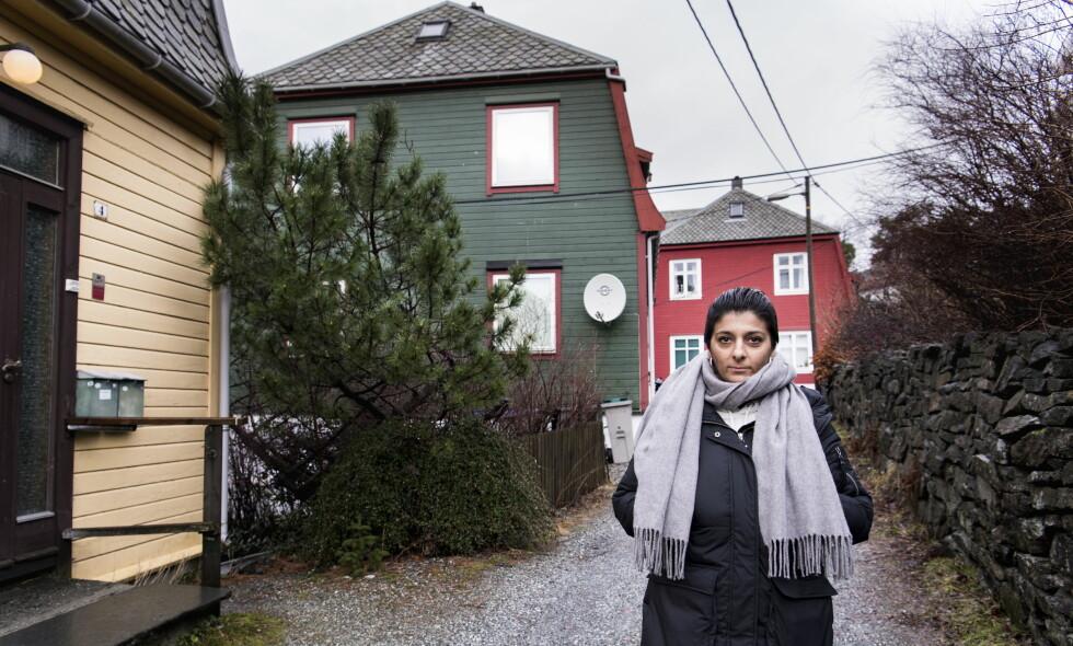 VIL HA SVAR: Som 14-åring fant Salomeh Shamsabad sin mor, Fahimeh, drept i deres hjem i Bergen. Saken er aldri oppklart, og datteren krever nå at politiet skal se på saken. Foto: Lars Eivind Bones