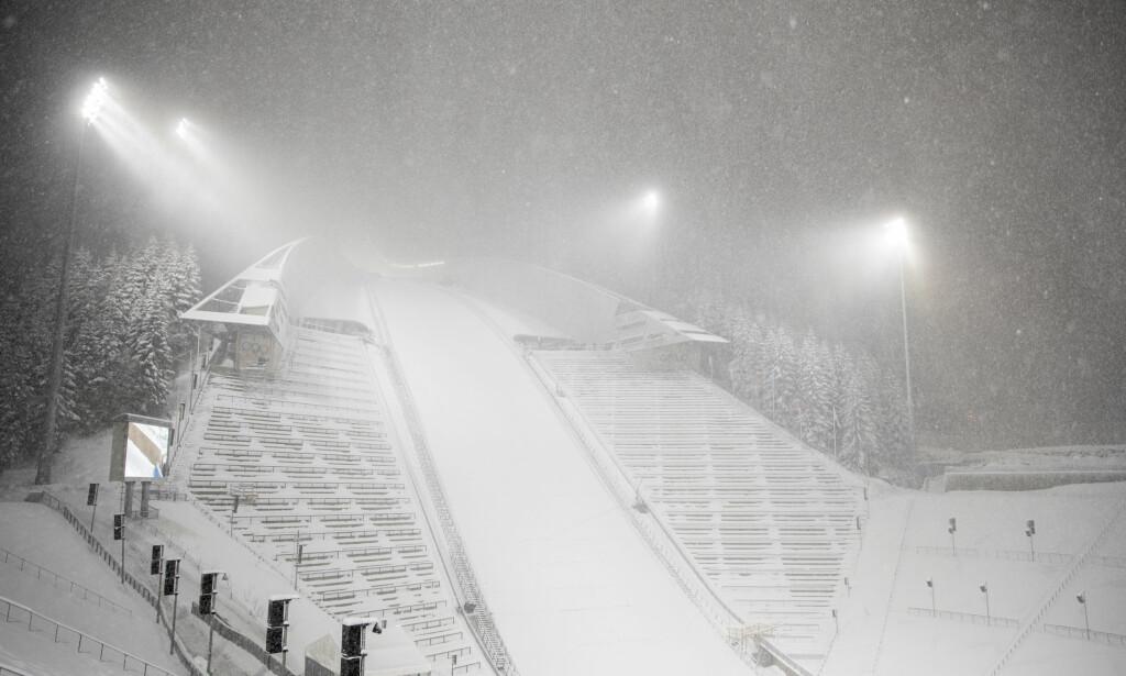 UMULIGE FORHOLD: Snø, vind og tåke satte en stopper for NM i Holmenkollen i går kveld. Foto: Vidar Ruud / NTB scanpix
