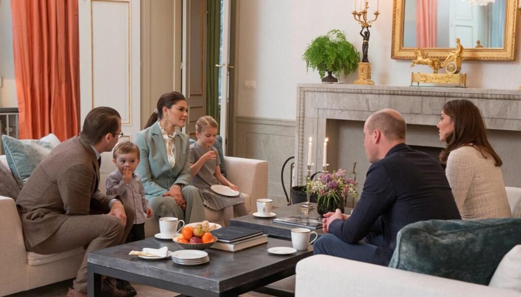 HJEMMEKOSELIG: Det var familiehygge som preget besøket hjemme på Haga slott da det britiske hertug-paret besøkte kronprinsessefamilien i Sverige. Foto: Raphael Stecksén/Kungahuset.se