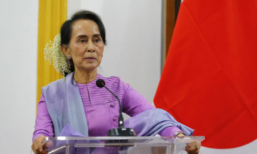 BOMBE: En bensinbombe ble torsdag kastet mot Aung San Suu Kyis hus, ifølge den myanmarske regjeringen. Arkivfoto: Hein Htet / AP / NTB scanpix