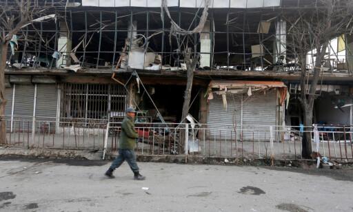 STORE ØDELEGGELSER: Afghanistan har opplevd krig i tiår, og nå begynner stadig flere innbyggere å gi opp. En farlig flukt synes bedre enn et liv med selvmordsaksjoner, fattigdom og krig. Foto: Omar Sobhani / Reuters / NTB Scanpix
