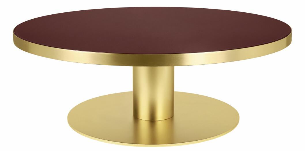 Sofabord i glass og messing (kr 27 000, Gubi).