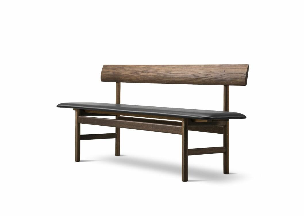 Benken 317, designet av Børge Mogensen i 1956 (kr 26 400, Fredericia Furniture).
