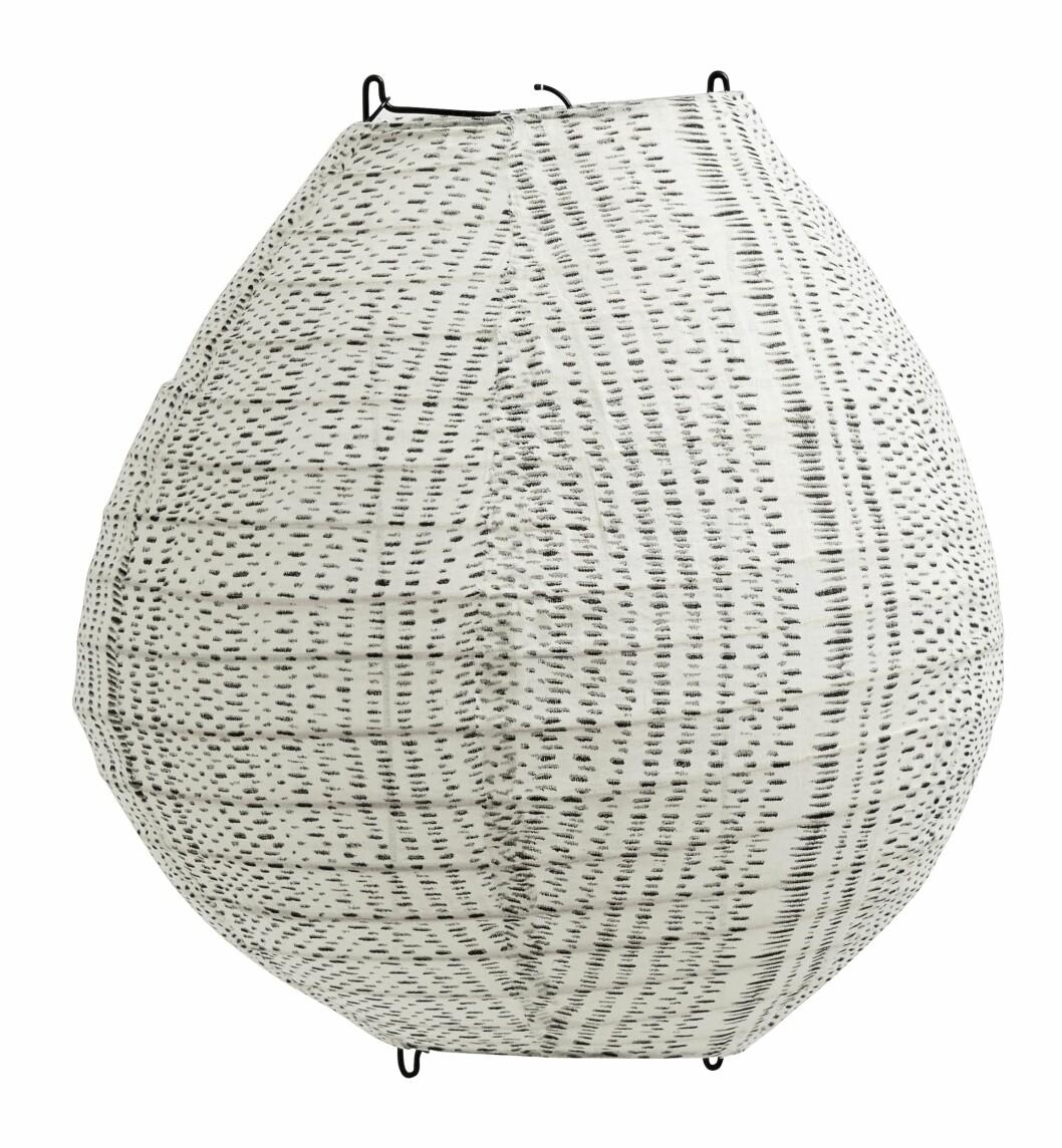 Lampeskjerm i tekstil (kr 480, Nordal).