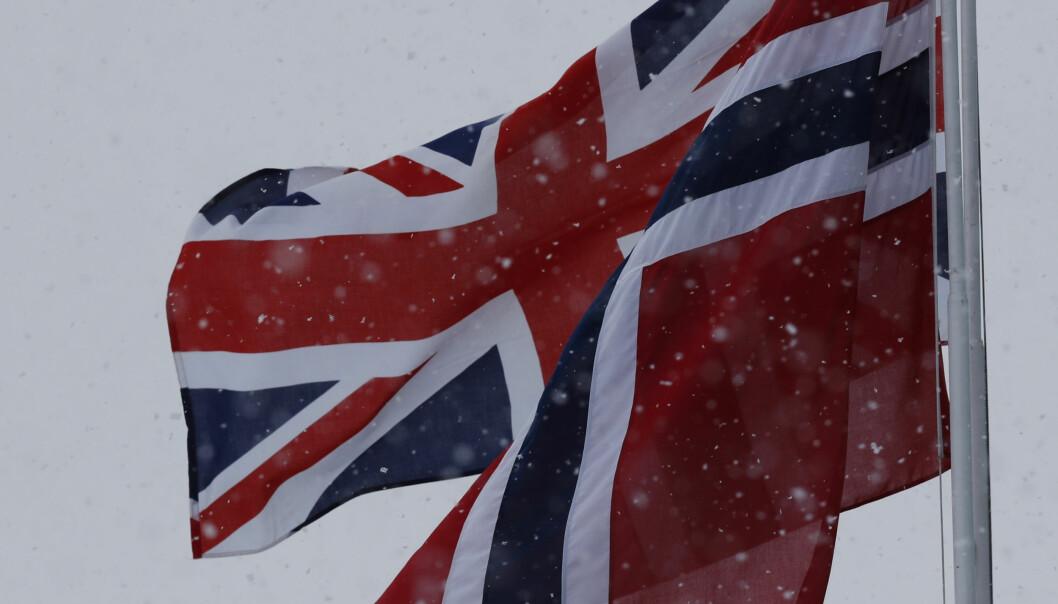 <strong>FLAGGES:</strong> På den militære delen av Gardermoen er det hengt opp britiske og norske flagg for å feire besøket. Foto: NTB scanpix
