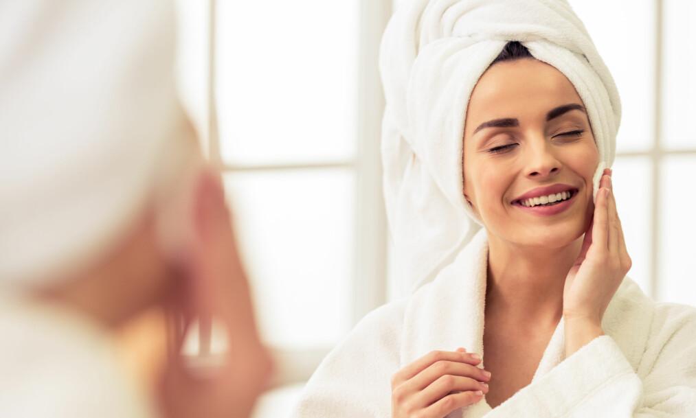 HUDPLEIE: Ikke sluntre unna fjerning av sminke, og husk å rense huden både morgen og kveld! FOTO: NTB Scanpix