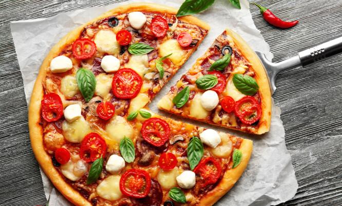 KARBOHYDRATER: Raske karbohydrater, som pizza, kan være en mulig årsak for fet hud ifølge vår ekspert. Foto: NTB Scanpix