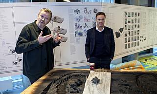 PROSESSEN: Snøhetta-arkitekt Kjetil Trædal Thorsen (til v.) og utbygger Olav Selvaag om utstillingen som forteller prossessen om «Dødshuset». Foto: Anders Grønneberg