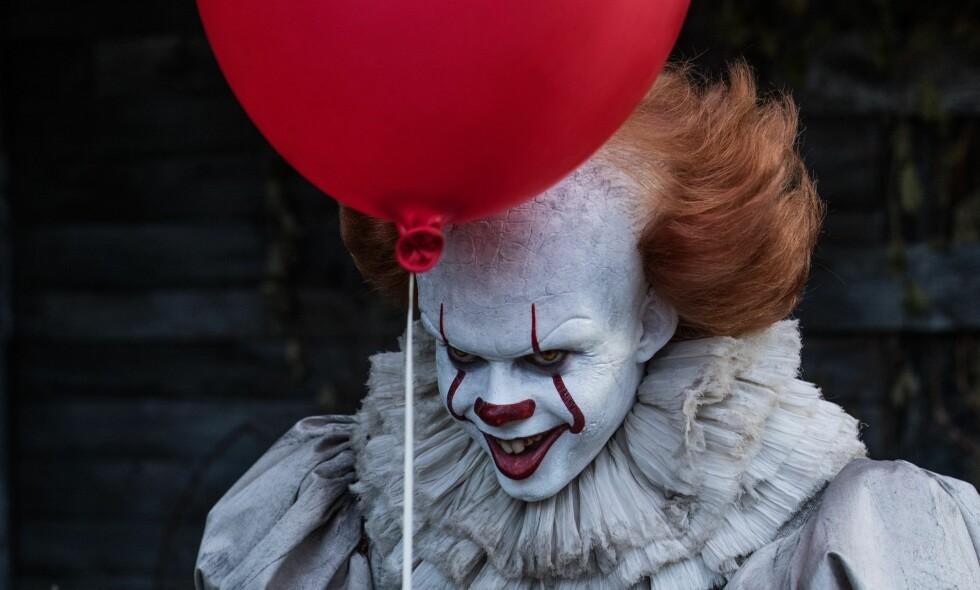 """SKREKKENS ANSIKT: Både TV-serien og spillefilmen bygd på Steåhen Kings """"It"""" gjør klovnen til en horrorskikkelse."""