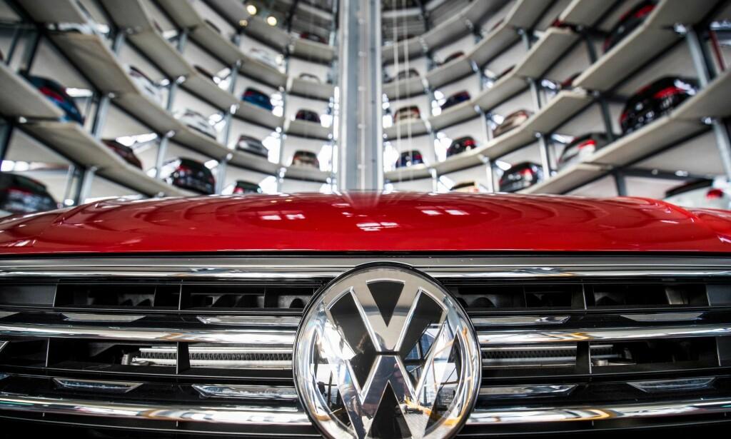 FÅR KRITIKK: Volkswagen er blant firmaene som bestilte forskningen som nå refses av tyske myndigheter. Foto: AFP PHOTO / Odd ANDERSEN / NTB Scanpix