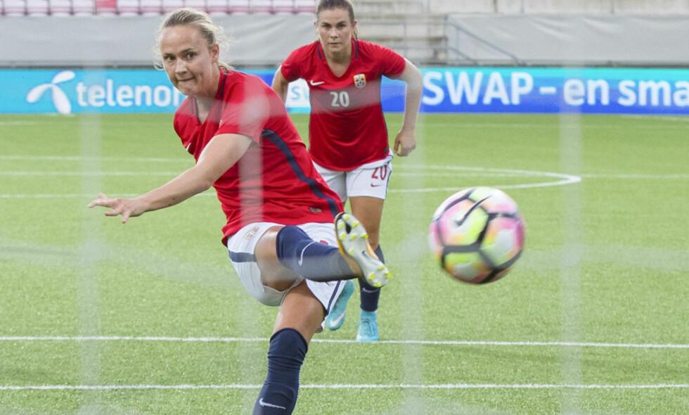 NY KONTRAKT: Caroline Graham Hansen har forlenget sin kontrakt med den tyske klubben Wolfsburg. Foto: Vidar Ruud / NTB scanpix