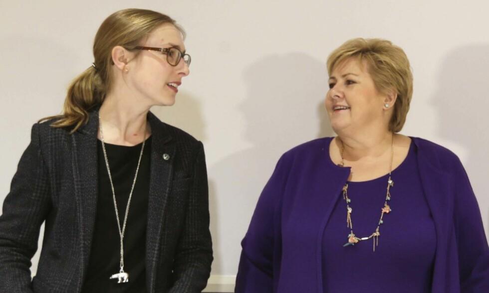 OPTIMISTISKE: I Norge kan den digitale utviklingen gi muligheter for å flytte produksjon hjem igjen, skrier Iselin Nybø (V) og statsminister Erna Solberg (H). Foto: Vidar Ruud / NTB scanpix