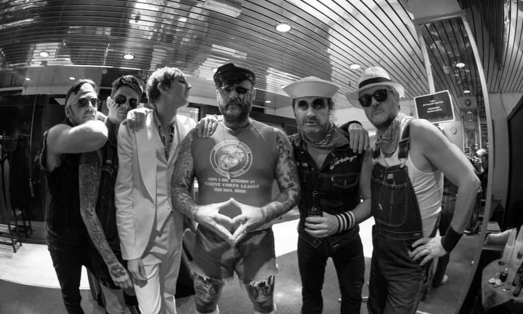 LITE SUBSTANS: Det er ikke mye deathpunk å spore på Turbonegros niende album, skriver vår anmelder. Foto: Bjørn Cato Flatekval.