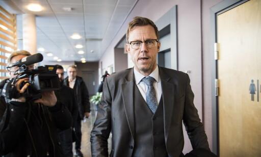 FENGSLINGSMØTE: Advokat Jørn Mejdell Jakobsen ankommer Hedmarken tingrett i forbindelse med fengslingsmøte av den siktede mannen i 40-åra. Foto: Lars Eivind Bones / Dagbladet