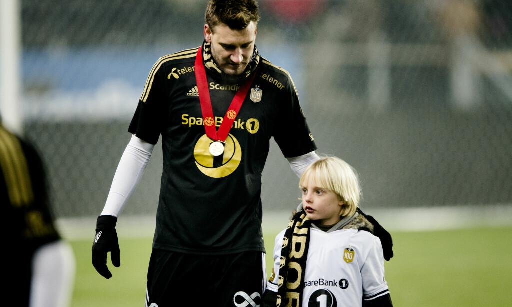 MED SØNNEN: Her er Nicklas Bendtner sammen med sønnen Nicholas. Foto: Ole Martin Wold / NTB scanpix