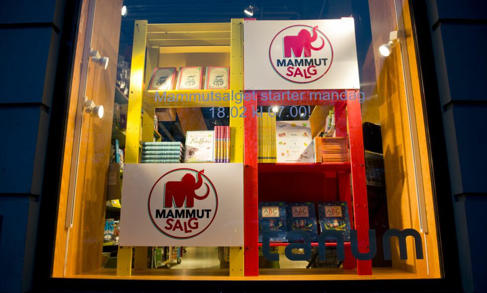PÅ'N IGJEN: Mammutsalget er historien om et varslet salg. Her et vindu under boknedsettelsen i fjor. Foto: Fredrik Varfjell / NTB Scanpix