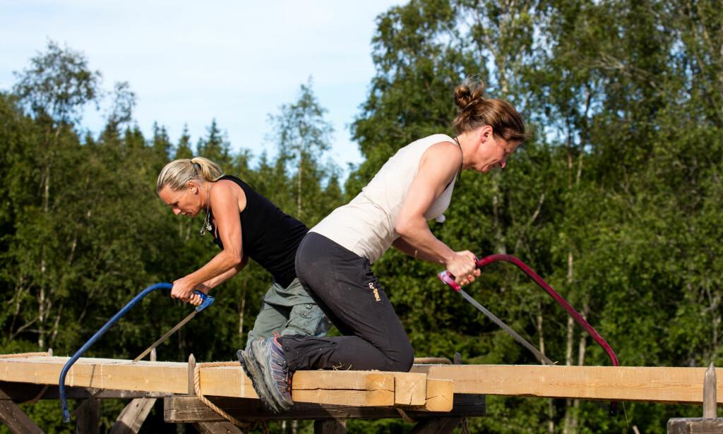 NÅDDE IKKE OPP: Lene Elise Bergum måtte omsider se seg slått av Inga Berit Lein i kveldens tvekamp, der saging sto på programmet. Foto: Alex Iversen / TV 2