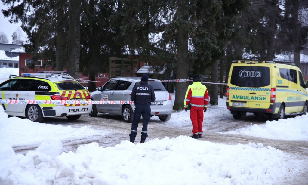 ETTERFORSKER: Politiet jobber med å identifisere den avdøde personen. Foto: Freddie Larsen