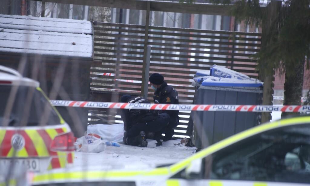 UNDERSØKTE: Politiet gjorde undersøkelser på stedet i ettermiddag. Foto: Freddie Larsen / Dagbladet