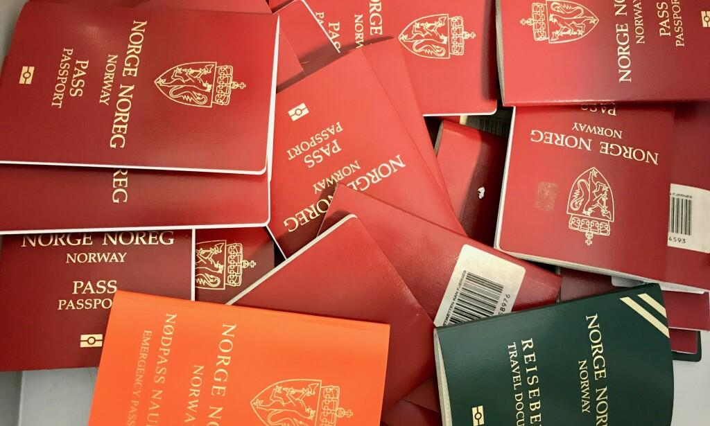 Haugevis av pass: 34 401 norske pass kom på avveie i fjor. Mange av dem ble misbrukt av andre. Foto: Odd Roar Lange/The Travel Inspector