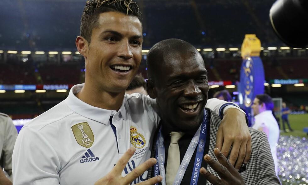 BLIR TRENER: Cristiano Ronaldo med armen rundt tidligere Real Madrid-spiller, Clarence Seedorf. Nå blir sistnevnte trener for en klubb i samme liga. Foto: AFP PHOTO / Adrian DENNIS
