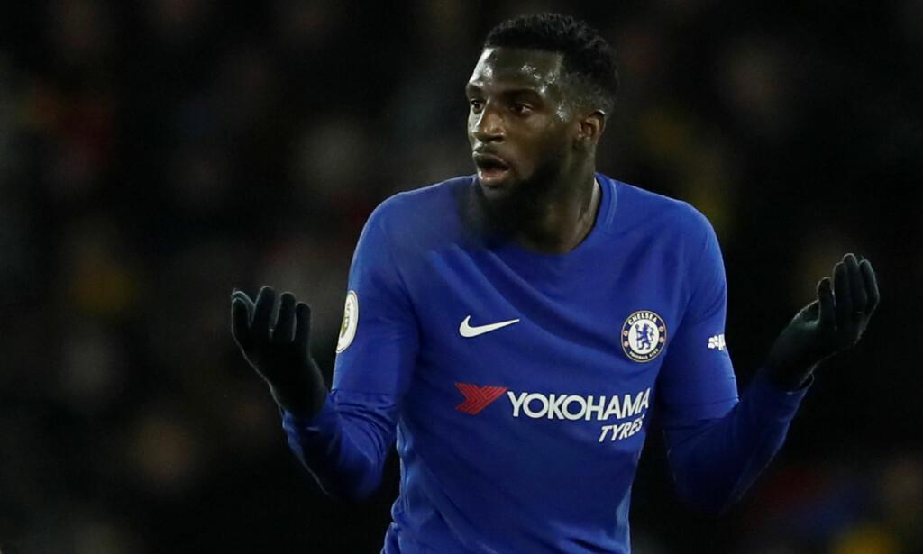 UTVIST: Tiemoué Bakayoko ble sendt av banen mot Watford etter to gule kort. Han har ikke fått den starten på Chelsea-karrieren han selv og klubben hadde håpt på. Foto: REUTERS/David Klein