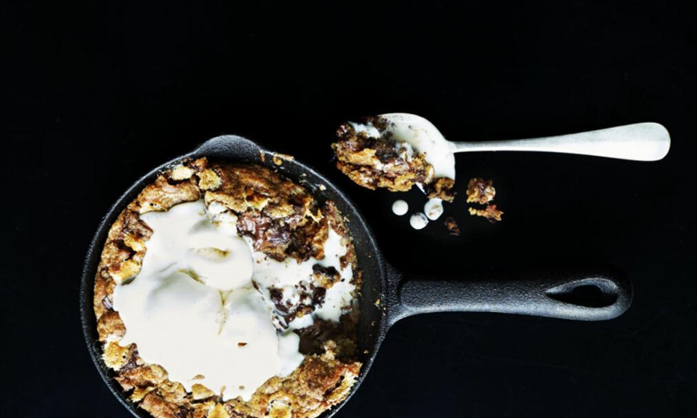 DESSERT: Dette er en svimlende god dessert - som et lys i mørket. FOTO: Betina Hastoft
