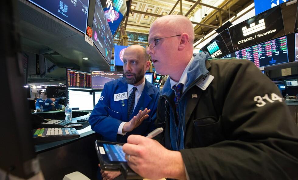 DRAMATISK: Mandag ble den verste dagen for Wall Street på lang tid. Også her hjemme på Oslo Børs har uroen latt seg merke. Foto: AFP PHOTO / NTB scanpix