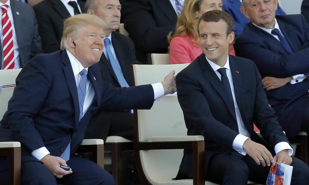 PARADE: Donald Trump var ikke sen om å rose president Emmanuel Macron for Frankrikes militærparade på den franske nasjonaldagen. Foto: Michel Euler / AP / NTB scanpix