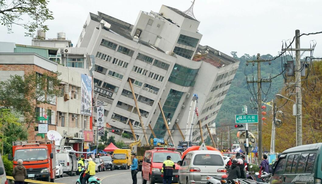 STORE MANNSKAPER: Flere mellomstore bygg kollapset under skjelvet. Foto: / AFP PHOTO / PAUL YANG/NTB Scanpix