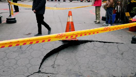  STENGT: Flere veier og bruer ble stengt etter skjelvet. Foto: REUTERS/Tyrone Siu/NTB Scanpix